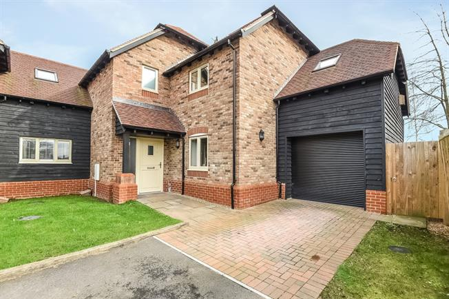 £1,795 per Calendar Month, 4 Bedroom End of Terrace House To Rent in Southwater, RH13