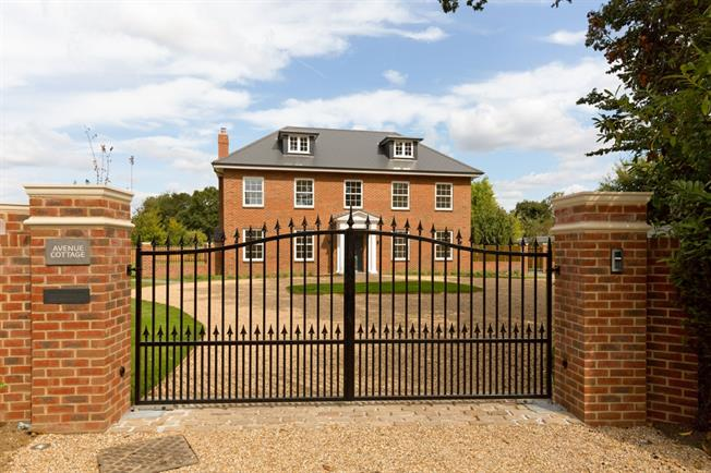 £3,500 per Calendar Month, 5 Bedroom Detached House To Rent in Chichester, PO18