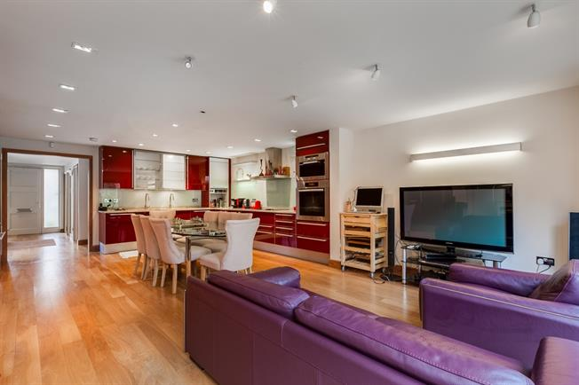£6,750 per Calendar Month, 5 Bedroom Town House To Rent in London, SW13