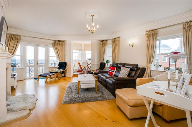 £3,495 per Calendar Month, 3 Bedroom Apartment To Rent in London, SW13
