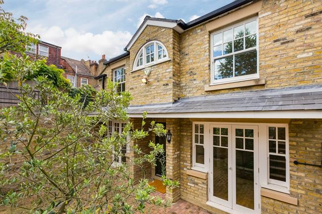 £3,750 per Calendar Month, 3 Bedroom Detached House To Rent in London, SW13