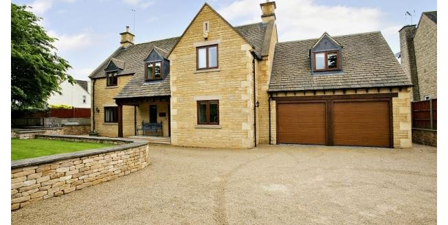 £2,500 per Calendar Month, 4 Bedroom Detached House To Rent in Shipston-on-Stour, CV36