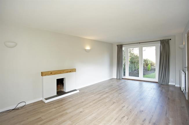 £1,350 per Calendar Month, 4 Bedroom Detached House To Rent in Long Itchington, CV47