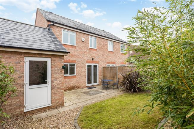 £1,150 per Calendar Month, 3 Bedroom Semi Detached House To Rent in Stratford-upon-Avon, CV37