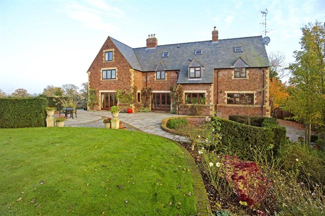 £3,500 per Calendar Month, 8 Bedroom Detached House To Rent in Shipston-on-Stour, CV36