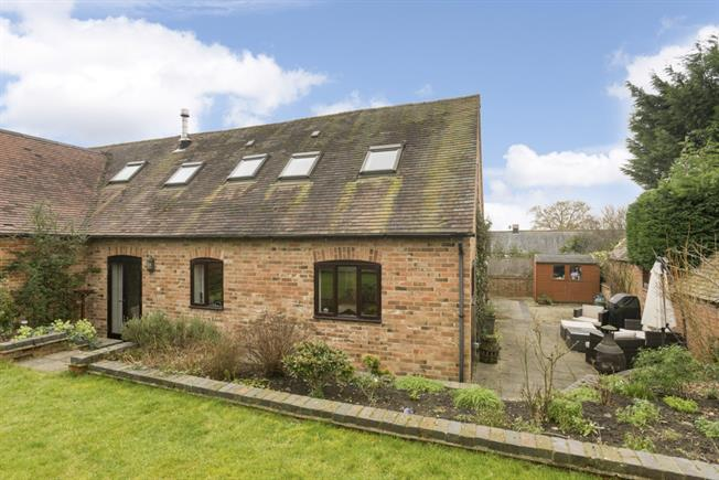 £1,700 per Calendar Month, 4 Bedroom House To Rent in Alderminster, CV37