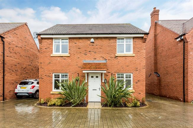 £1,550 per Calendar Month, 4 Bedroom Detached House To Rent in Stratford-upon-Avon, CV37