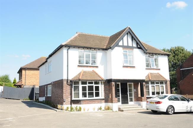 £880 per Calendar Month, 2 Bedroom Maisonette To Rent in Stratford-upon-Avon, CV37