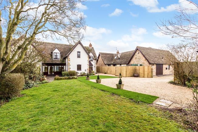 £1,795 per Calendar Month, 4 Bedroom Semi Detached House To Rent in Darlingscott, CV36