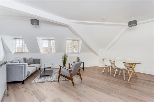 £1,050 per Calendar Month, 2 Bedroom Apartment To Rent in Stratford Upon Avon, CV37