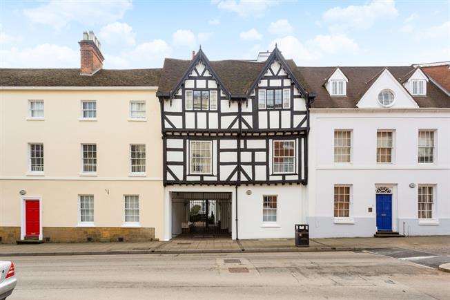 £1,000 per Calendar Month, 2 Bedroom Apartment To Rent in Warwick, CV34