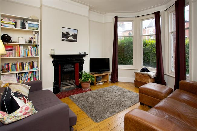 £1,695 per Calendar Month, 2 Bedroom Flat To Rent in London, SW12