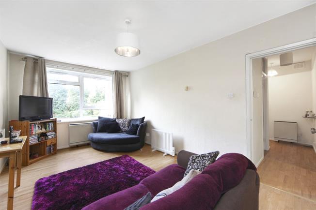 £1,375 per Calendar Month, 2 Bedroom Flat To Rent in London, SW12