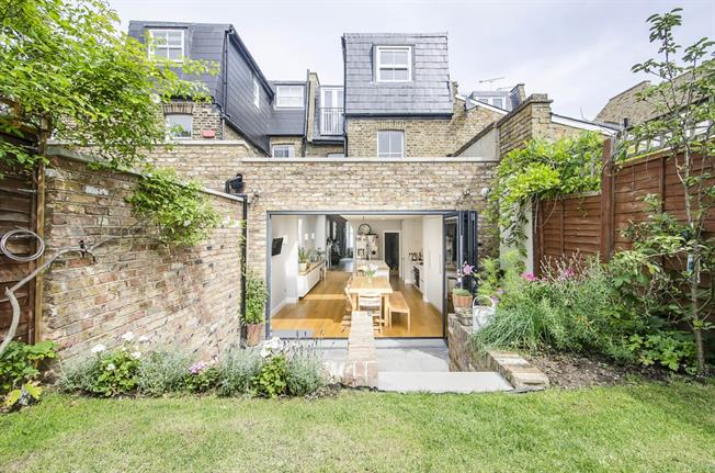 £3,950 per Calendar Month, 5 Bedroom House To Rent in London, SW12