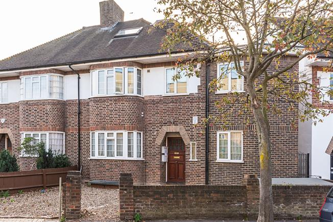 £1,695 per Calendar Month, 2 Bedroom Flat To Rent in London, SW12