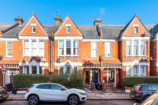 £3,466  per Calendar Month (Calculated), 3 Bedroom Flat To Rent in London, SW12