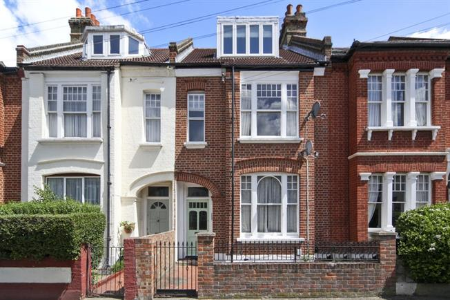 £2,350 per Calendar Month, 3 Bedroom Apartment To Rent in London, SW17