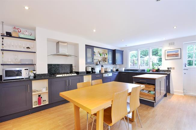 £3,500 per Calendar Month, 4 Bedroom Terraced House To Rent in London, SW17