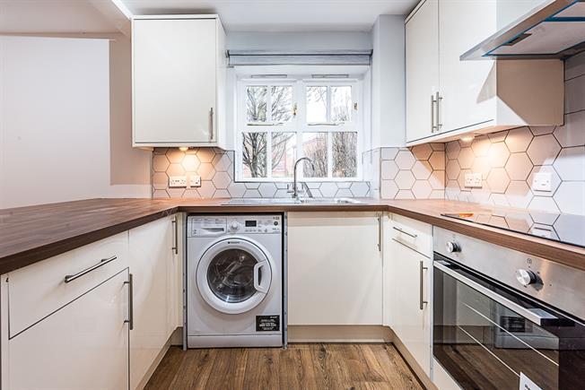 £1,650 per Calendar Month, 2 Bedroom Flat To Rent in London, SW17