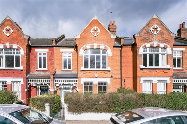 £2,200 per Calendar Month, 2 Bedroom Flat To Rent in London, SW12