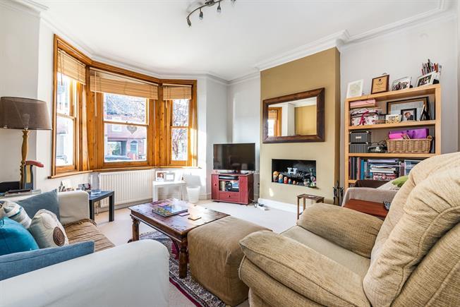 £1,750 per Calendar Month, 2 Bedroom Flat To Rent in London, SW12