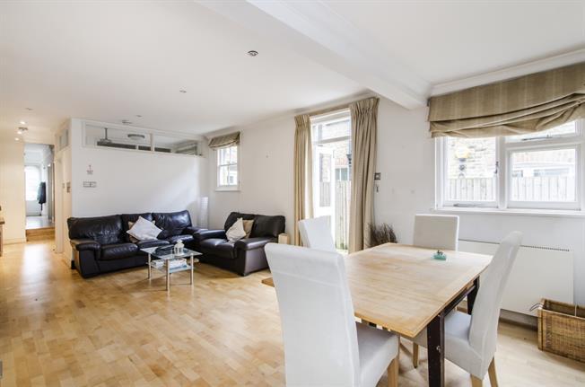 £1,800 per Calendar Month, 2 Bedroom Flat To Rent in London, SW12