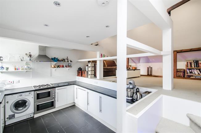 £1,450 per Calendar Month, 2 Bedroom Flat To Rent in London, SW16