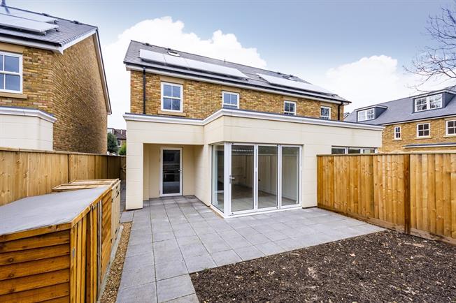 £2,995 per Calendar Month, 4 Bedroom House To Rent in Twickenham, TW1
