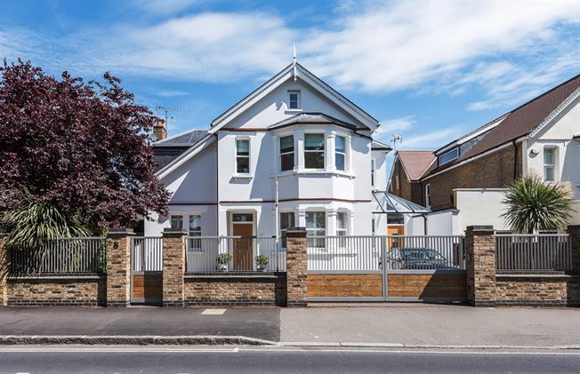 £6,000 per Calendar Month, 5 Bedroom Detached House To Rent in Teddington, TW11