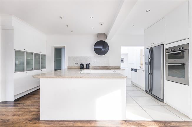 £1,995 per Calendar Month, 4 Bedroom House To Rent in Twickenham, TW2