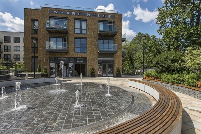 £2,200 per Calendar Month, 2 Bedroom Flat To Rent in Twickenham, TW1