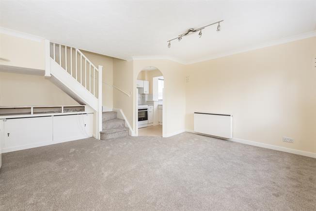 £1,100 per Calendar Month, 1 Bedroom Terraced House To Rent in Twickenham, TW1