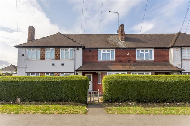 £1,300 per Calendar Month, 2 Bedroom Flat To Rent in Hounslow, TW4