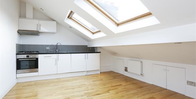 £1,000 per Calendar Month, 1 Bedroom Flat To Rent in London, SW14