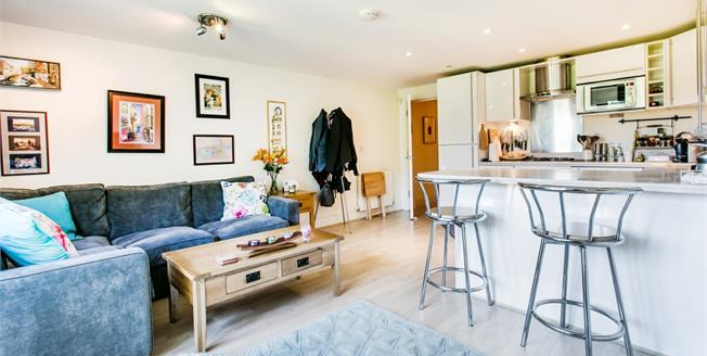 £1,600 per Calendar Month, 2 Bedroom Flat To Rent in London, SW14