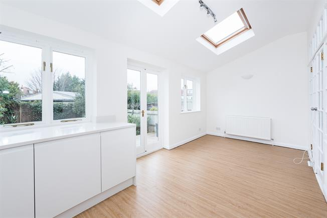 £4,500 per Calendar Month, 4 Bedroom Semi Detached House To Rent in London, SW14