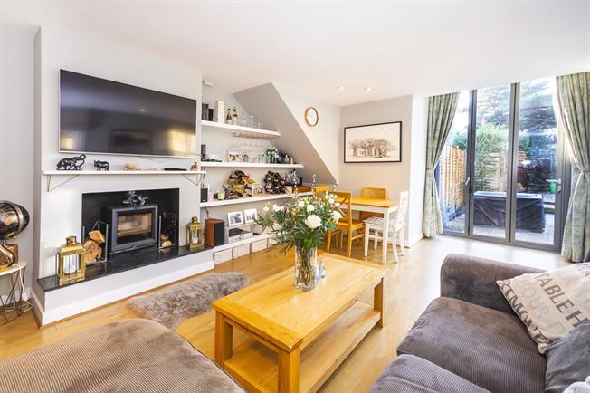 £1,850 per Calendar Month, 2 Bedroom Maisonette To Rent in London, SW14