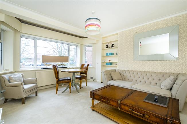 £1,400 per Calendar Month, 1 Bedroom Flat To Rent in Richmond, TW10