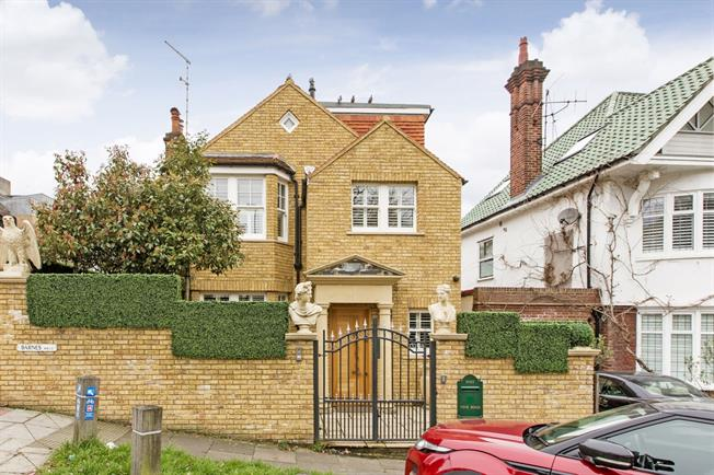 £5,950 per Calendar Month, 4 Bedroom Detached House To Rent in London, SW13