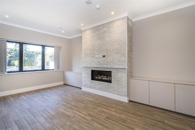 £6,000 per Calendar Month, 4 Bedroom Detached House To Rent in London, SW14
