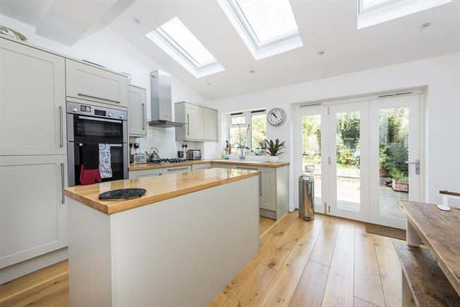 £2,850 per Calendar Month, 3 Bedroom House To Rent in London, SW13