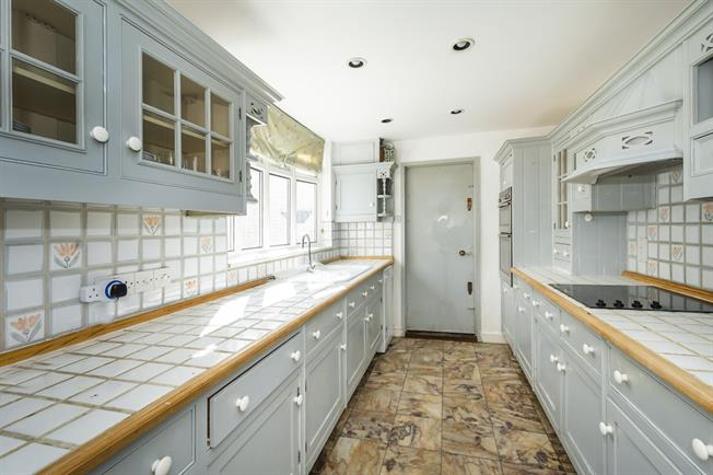 £3,499 per Calendar Month, 4 Bedroom House To Rent in London, SW13