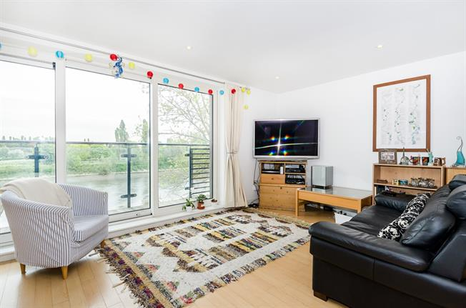 £2,200 per Calendar Month, 2 Bedroom Apartment To Rent in London, SW14