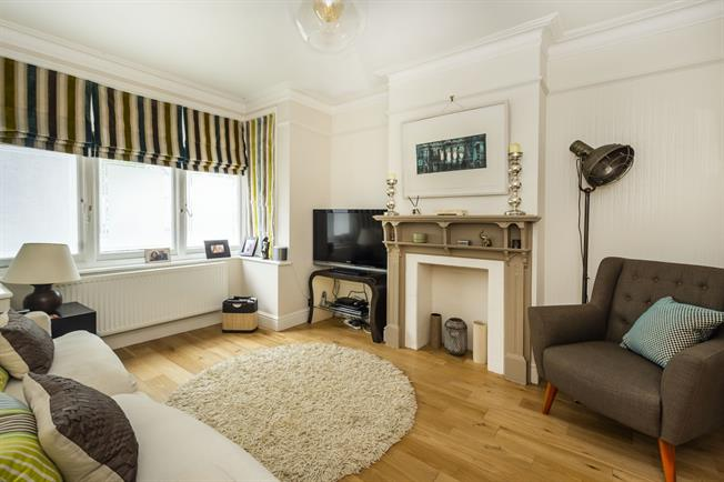 £2,750 per Calendar Month, 3 Bedroom Terraced House To Rent in London, SW13