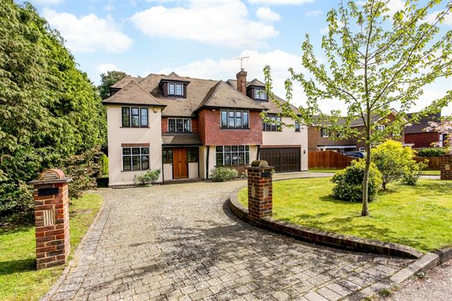 £4,450 per Calendar Month, 6 Bedroom Detached House To Rent in Woking, GU21