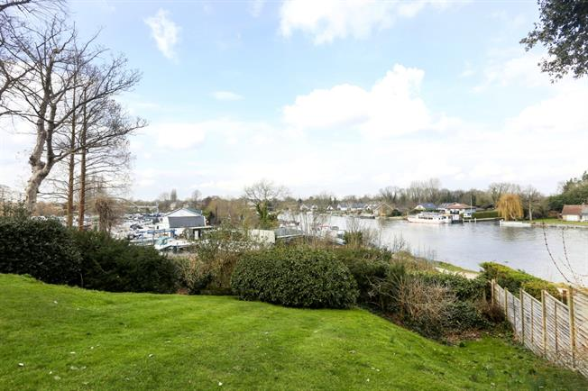 £925 per Calendar Month, 1 Bedroom Apartment To Rent in Walton-on-Thames, KT12
