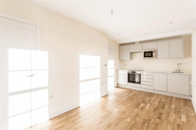 £1,499  per Calendar Month (Calculated), 1 Bedroom Flat To Rent in Walton-on-Thames, KT12