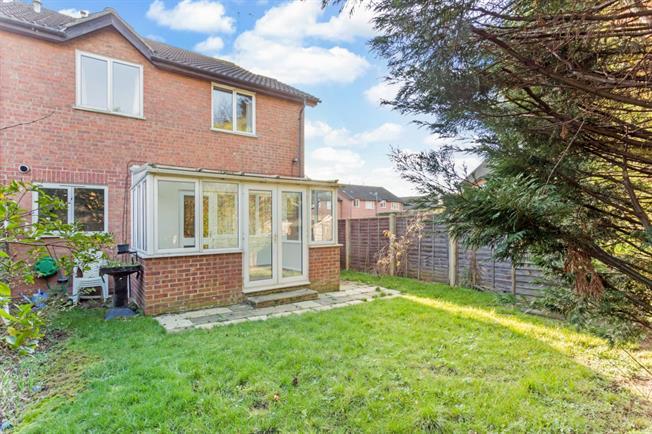 £1,095 per Calendar Month, 2 Bedroom Terraced House To Rent in Woking, GU21