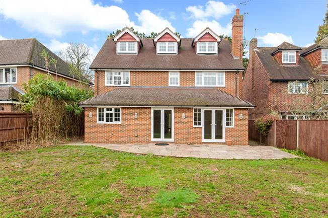 £4,500 per Calendar Month, 6 Bedroom House To Rent in Walton-On-Thames, KT12