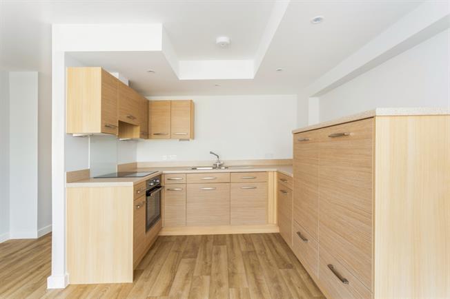 £975 per Calendar Month, 1 Bedroom Flat To Rent in Shepperton, TW17